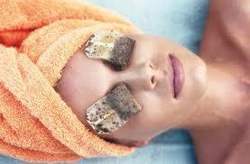 spuchnięte powieki, sposób naopuchnięte powieki, medycyna naturalna, domowe sposoby, leczenie spuchniętych powiek