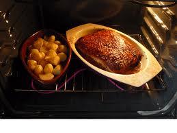 ile piec wieprzowinę, pieczenie wieprzowiny, jak długo się piecze wieprzowinę, pieczenie, wieprzowina, przepis