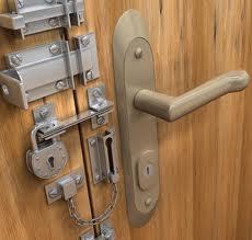 zamek dodrzwi, drzwi zewnętrzne, zatrzask dodrzwi, jaki zamek wybrać, zabezpieczanie drzwi