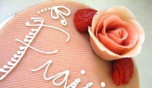 Jak dekorować ciasta itorty, dekorowanie tortów, dekorowanie ciast, dekoracja wypieków, dekoracje zmasy cukrowej, diy wkuchni