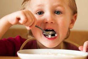 Śniadanie dla dziecka, jak karmić dziecko, co podawać dziecku naśniadanie,śniadanie doszkoły, drugie śniadanie dziecka