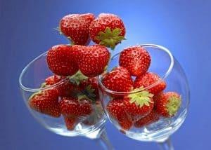 nalewki owocowe, nalewka truskawkowa, nalewka truskawkowa naspirytusie, nalewka truskawkowa przepisy, nalewka truskawkowa przepis, nalewka truskawkowa leżakowanie