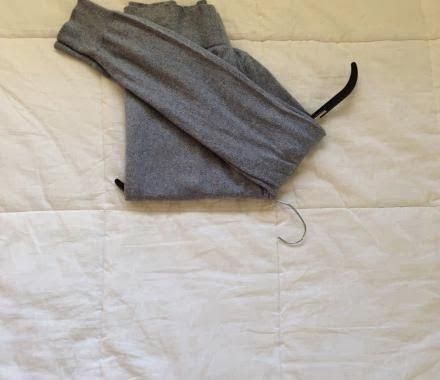 Jak powiesić sweter nawieszaku, żebysię nierozciągnął