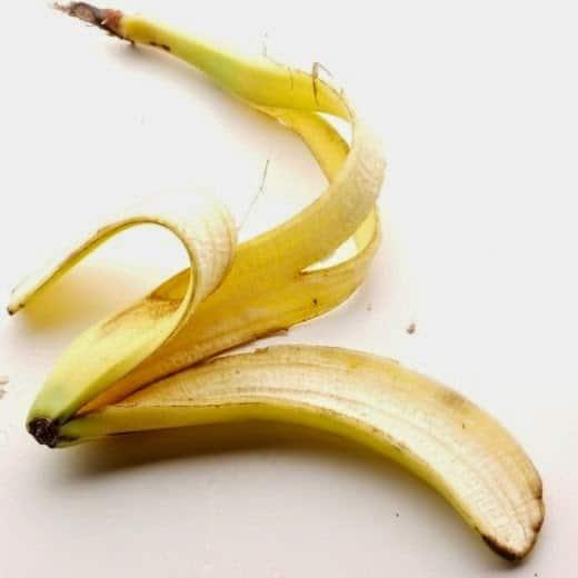 skórka banana właściwości, skórka banana zastosowanie, skórka banana nawożenie roślin, skórka banana rany, skórka banana drzazga
