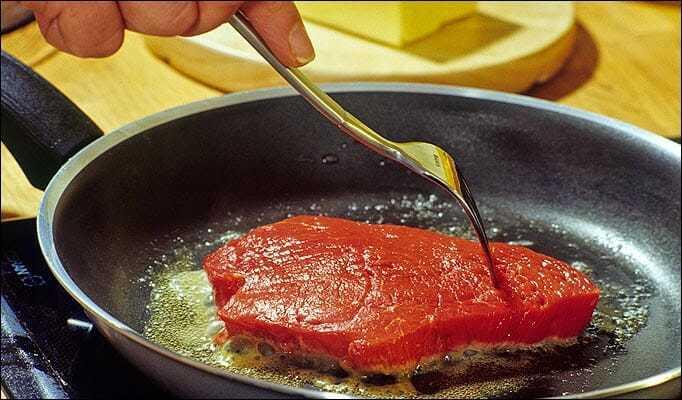 jak usmażyć mięso, jak dobrze usmażyć mięso, smażenie mięsa, smażenie mięsa mielonego, jak dobrze usmażyć mięso, tłuszcz dosmażenia, co zrobić aby panierka się nieodklejała,