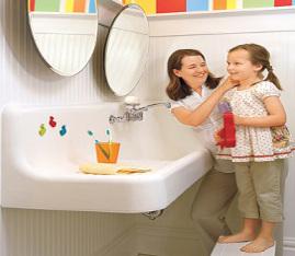 łazienka dla dziecka, toaleta dla dzieci, jak przystosować łazienkę dla dziecka, bezpieczeństwo dziecka,  dostosowanie łazienki dla dzieci