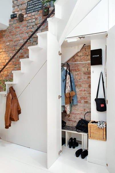 Pomysły na wykorzystanie miejsca pod schodami