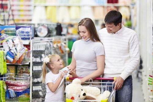 zakupy zdzieckiem, dziecko jest niegrzeczne nazakupach, dziecko krzyczy nazakupach, dziecko histeryzuje nazakupach, dziecko wymusza nazakupach, dziecko krzyczy wsklepie