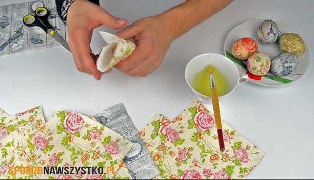 pisanki dekupaż, jak zrobić pisanki decoupage, robienie jajek decoupage, jak zrobić pisanki metodą decoupage