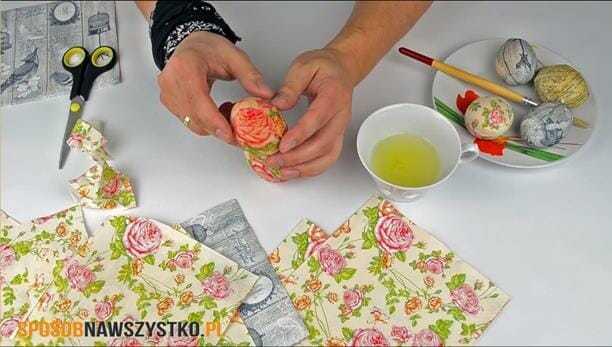 dekorowanie pisanek, pisanki decoupage, pisanki dekupaż, jak zrobić pisanki decoupage, robienie jajek decoupage,