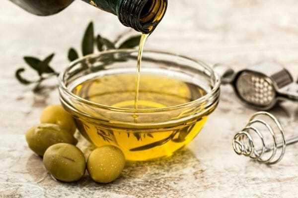 do czego oliwa zoliwek, zastosowanie oliwy zoliwek, oliwa nacellulit, oliwa nasuchą skórę, oliwa napaznokcie, oliwa nawłosy, usuwanie farby dowłosów oliwą, oliwa nazaparcia, oliwa naspierzchnięte usta