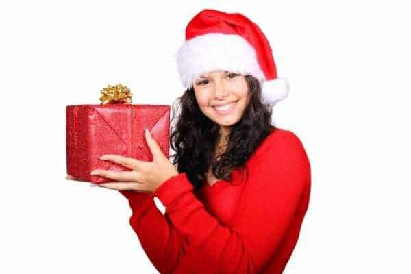 jak kupować tanio prezenty, jak zaoszczędzać naprezentach, tanie święta, jak oszczędzać wświęta, tanie prezenty
