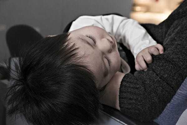 jak odetkać nos dziecku, katar udziecka, jak leczyć katar udziecka, leczenie kataru udzieci, oddykanie nosa dziecku