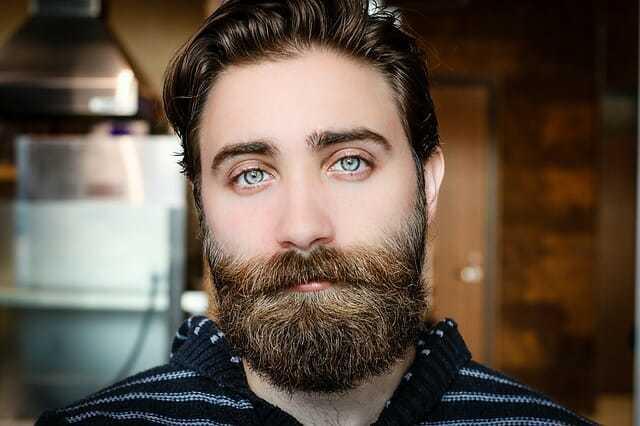 Jak dbać o zarost? Pielęgnacja brody i wąsów